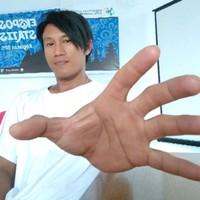 Lπ™'s photo